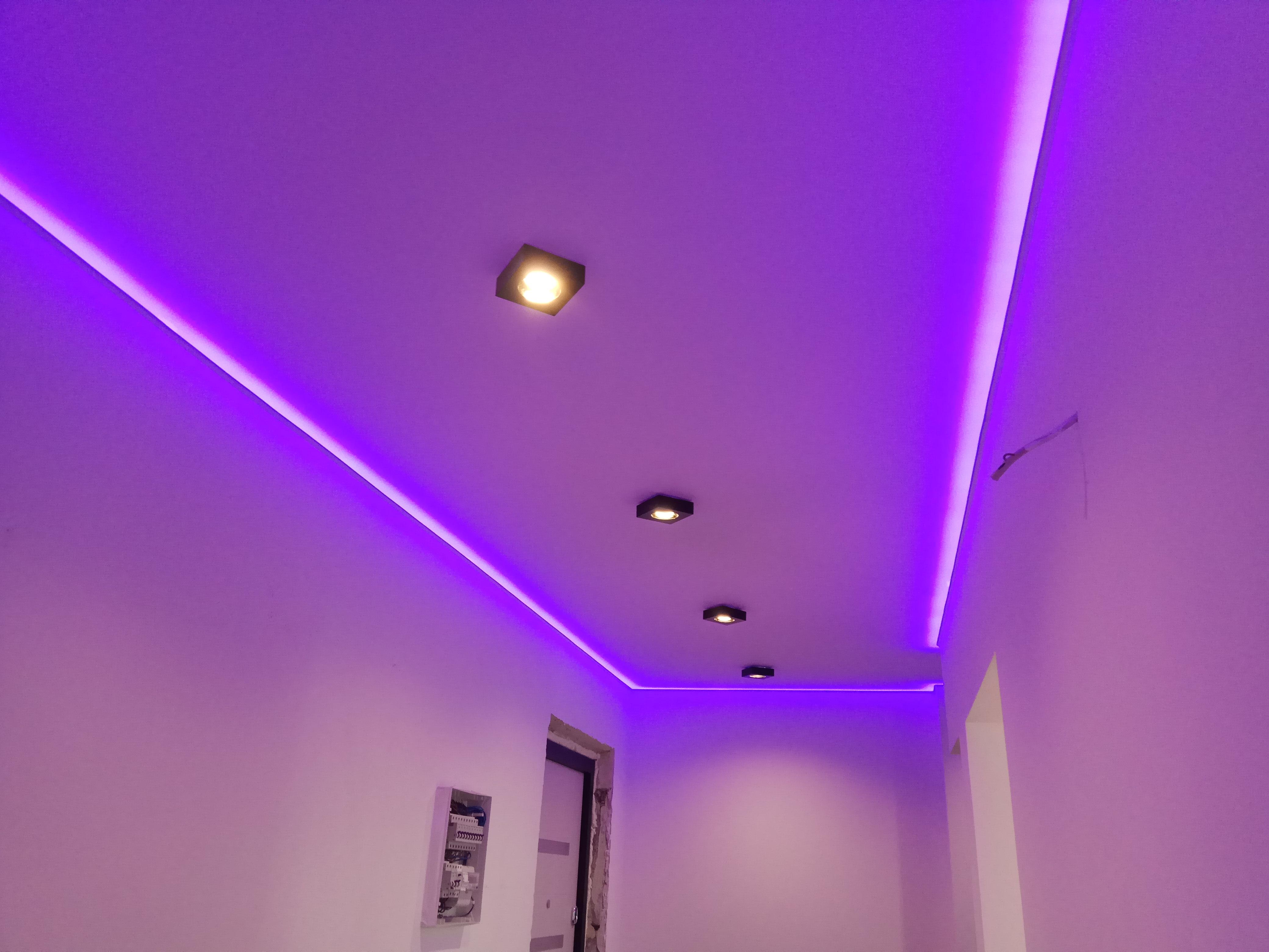 натяжные потолки с диодной подсветкой фото